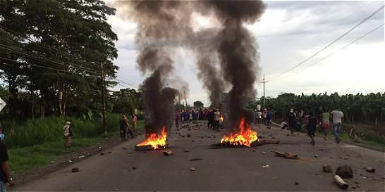 Indígenas bloquean vías en Antioquia