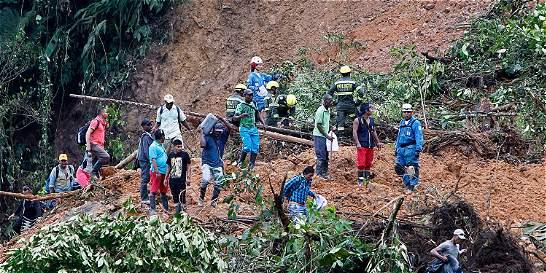 Denuncian falta de rescatistas en tragedia de Chocó