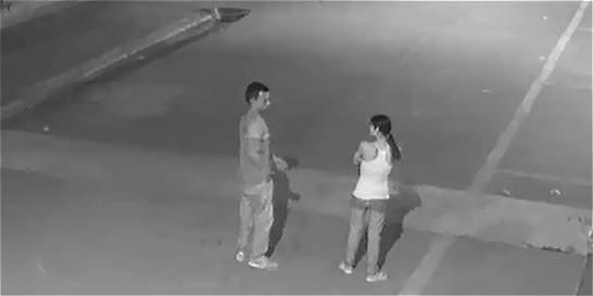 Buscan al hombre de este video por brutal golpiza a una mujer