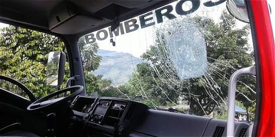 Bomberos agredidos por integrante del paro camionero en Antioquia