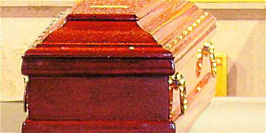 En Támesis, un hombre quería velar el cadáver de su hijo nueve días