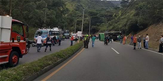 Habilitado carril en autopista Medellín - Bogotá, luego de accidente