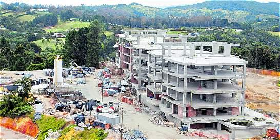 Obras en Meritage cumplen más de 20 días suspendidas