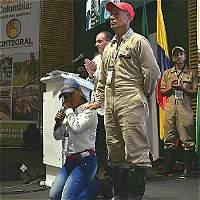 Exguerrillera de las Farc se arrodilló y pidió perdón en Medellín