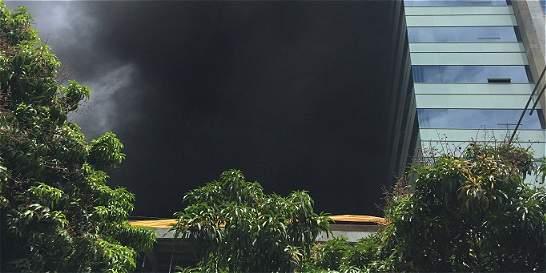 Controlan incendio de gran magnitud en Envigado
