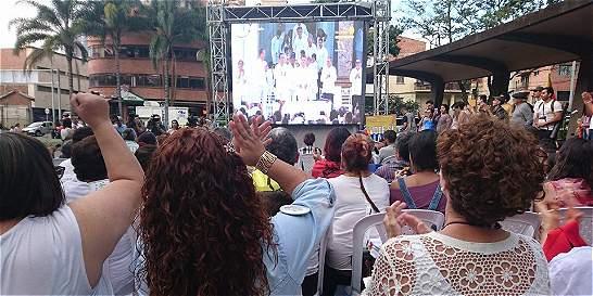 En el centro de Medellín celebran firma de los acuerdos de paz