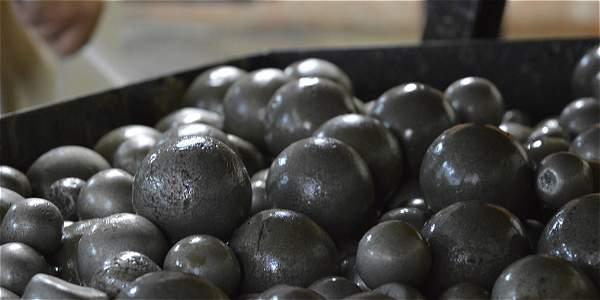 El laboratorio de Bio-minería produce una sustancia que reemplaza el agua y los reactivos -incluyendo el mercurio- con los que trabajan los mineros.