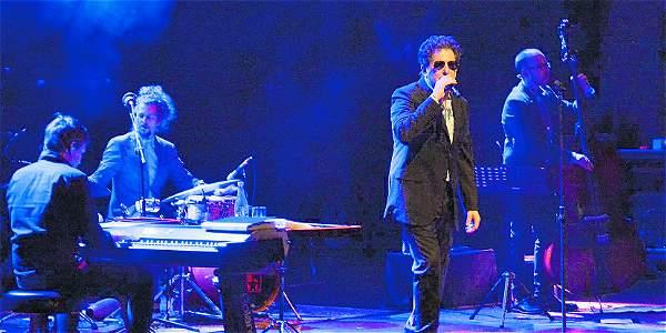 El 19 y 20 de noviembre se reinauguró el teatro con dos conciertos del argentino Andrés Calamaro, en el 'tour': 'Licencia para cantar'.