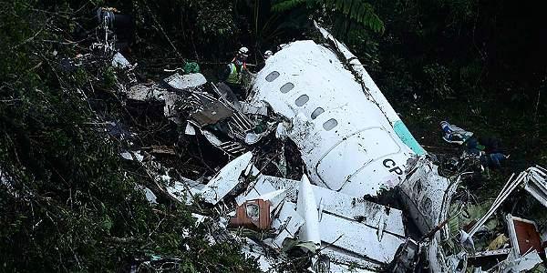 El avión se estrelló con 77 personas a bordo, de las cuales solo seis sobrevivieron.