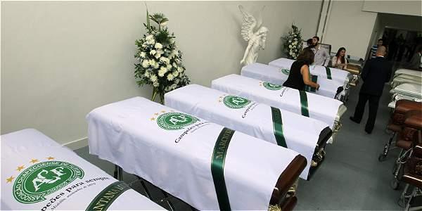 Funerarias de Medellín preparaban ayer el dispositivo de traslado de los cuerpos al aeropuerto.