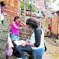 Buscan a los niños para que ingresen a la escuela en Medellín