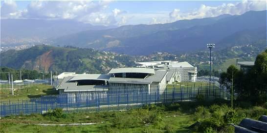 Investigan intoxicación de 51 presos de cárcel El Pedregal de Medellín