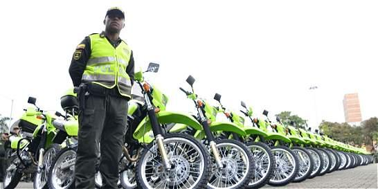 Alcaldía de Medellín entregó 50 motos nuevas a la Policía