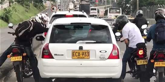 Dos de los asaltantes captados en video están en casa por cárcel