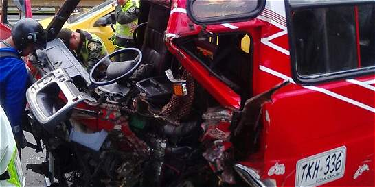 Bus sin frenos dejó 15 heridos en Medellín