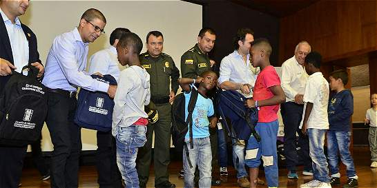 Más de 1.400 niños y adolescentes de Medellín volvieron a la escuela