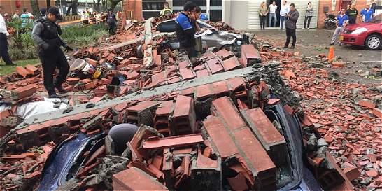 Video: el momento en que las fuertes lluvias derriban muro en Itagüí
