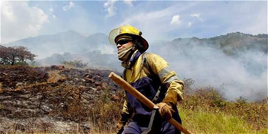 Controlan nuevo incendio en el cerro Quitasol de Bello
