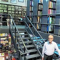 Biblioteca histórica de Medellín sale de la capilla 'La Ermita'