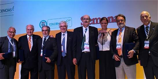 Entregan Premio Vida y Obra a siete científicos del país
