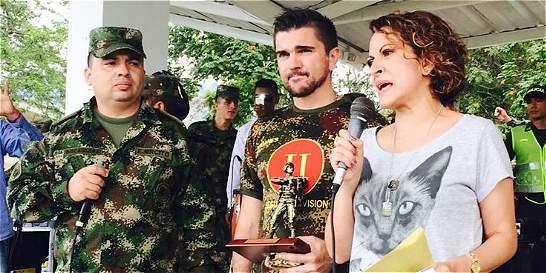 Juanes tiene la camiseta verde del Ejército