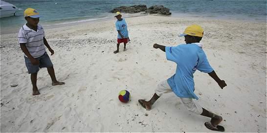 Jugando fútbol, niños de Barú y Bocachica ya construyen paz