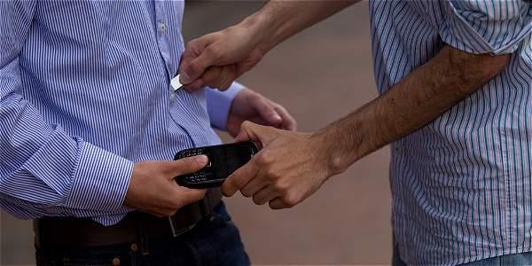 Expertos en el tema aseguran que los ladrones le apuntan a elementos que puedan vender, como celulares, portátiles y bicicletas.