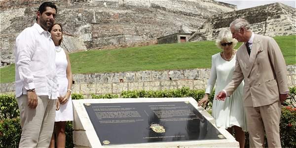 Sigue polémica por placa descubierta en Cartagena por príncipe Carlos