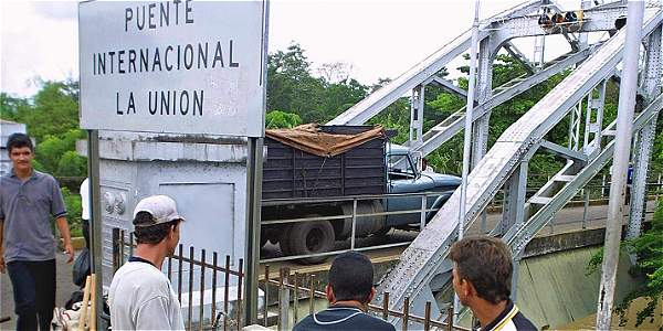 Foto de archivo del puente internacional La Unión, que separa el sector Boca de Grita, en Venezuela, de Puerto Santander, en Colombia.