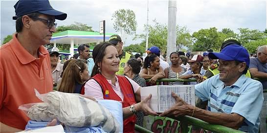 Entregan ayudas a afectados por las inundaciones en el Magdalena