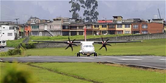 Cierran aeropuerto de Manizales por emisión de cenizas