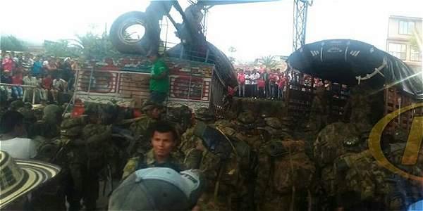 Militares retenidos por la comunidad en Cauca.