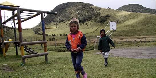 Los 18 niños que estudian al pie del cráter del Nevado del Ruiz