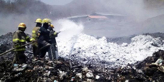 Apagan incendio en relleno sanitario de Santa Marta