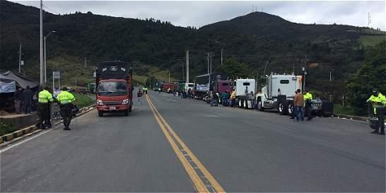 Paralizado comercio en Rumichaca por paro camionero