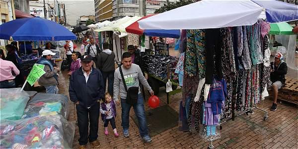 En Bogotá hay 47.000 vendedores, de los cuales 14.666 están en el centro. El Distrito les ha ofrecido alternativas.