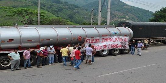 Paro camionero afecta a los avicultores de Santander