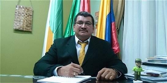 Polémica por viaje a Europa del alcalde del pueblo afectado por sismo