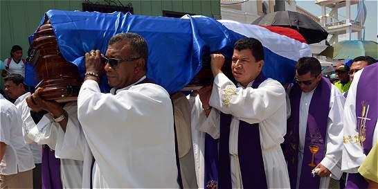 Sincé le dio el último adiós al padre Meza