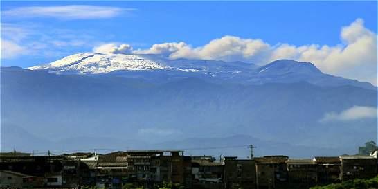 Autoridades atentas por actividad del volcán Nevado del Ruiz