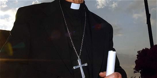 Sobrevive sacerdote apuñalado en plena misa en Antioquia