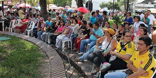 Más de 1.000 maestros se tomaron el parque Santander de Neiva