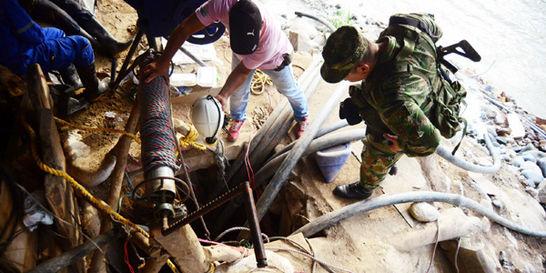 Buzos especializados trabajan en el rescate de mineros en Riosucio