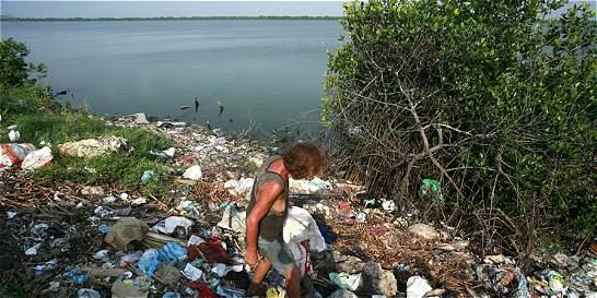 Los mares de Colombia se 'ahogan' en basura