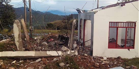 Atentados con explosivos afectaron acueducto y colegio de Algeciras