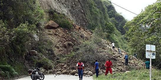 5 personas estarían atrapadas bajo toneladas de tierra en Caloto