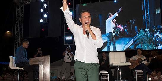 Silvestre Dangond le cantó a Escalona en homenaje en Valledupar