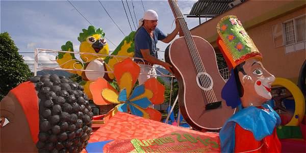 Martha Y Olmer Maestros De Las Carrozas En El Festival