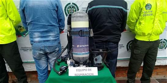 En Facebook vendían costoso equipo robado a los bomberos de Pamplona