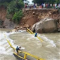 Lluvias destruyen puente y generan inundaciones en Arauca